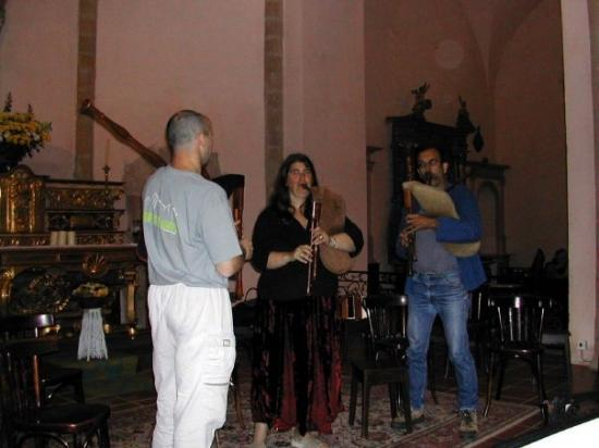 Dans le choeur de l'église